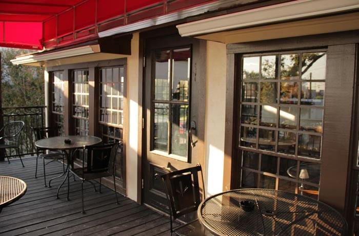 Capone's outdoor patio
